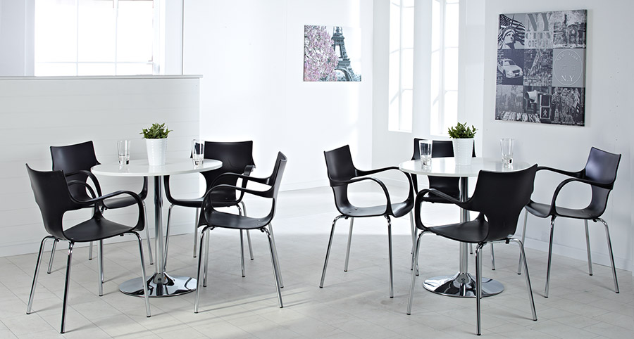 Hartland Table & Chairs