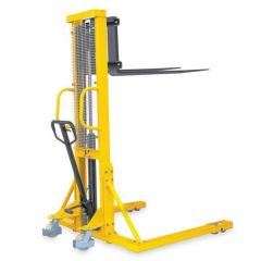 Hydraulic Stackers with Straddle Fork