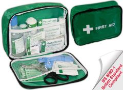 Travel Kit in Nylon Zip